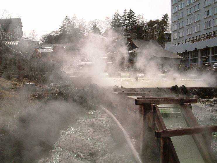 Kusatsu_yubatake_200503.jpg